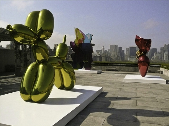 Jeff Koons ballon art may fill his apartment