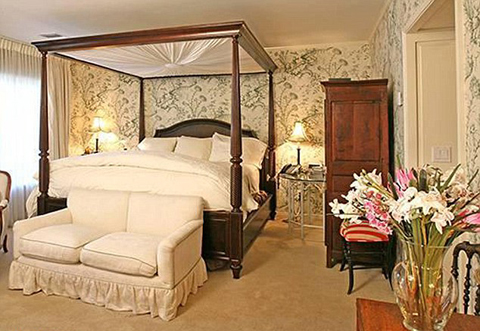 bedroom in Taylor Swift new house