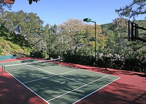 Taylor Swift's new mansion also has a tennis court