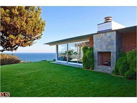 Pitt - Jolie Malibu view courtesy Zillow Blog