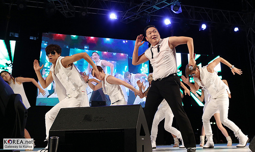 PSY brngs Gangnam Style to Beverly Hills