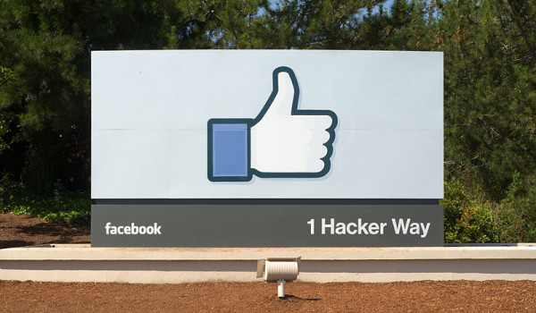 What type of content should realtors share on their Facebook account?