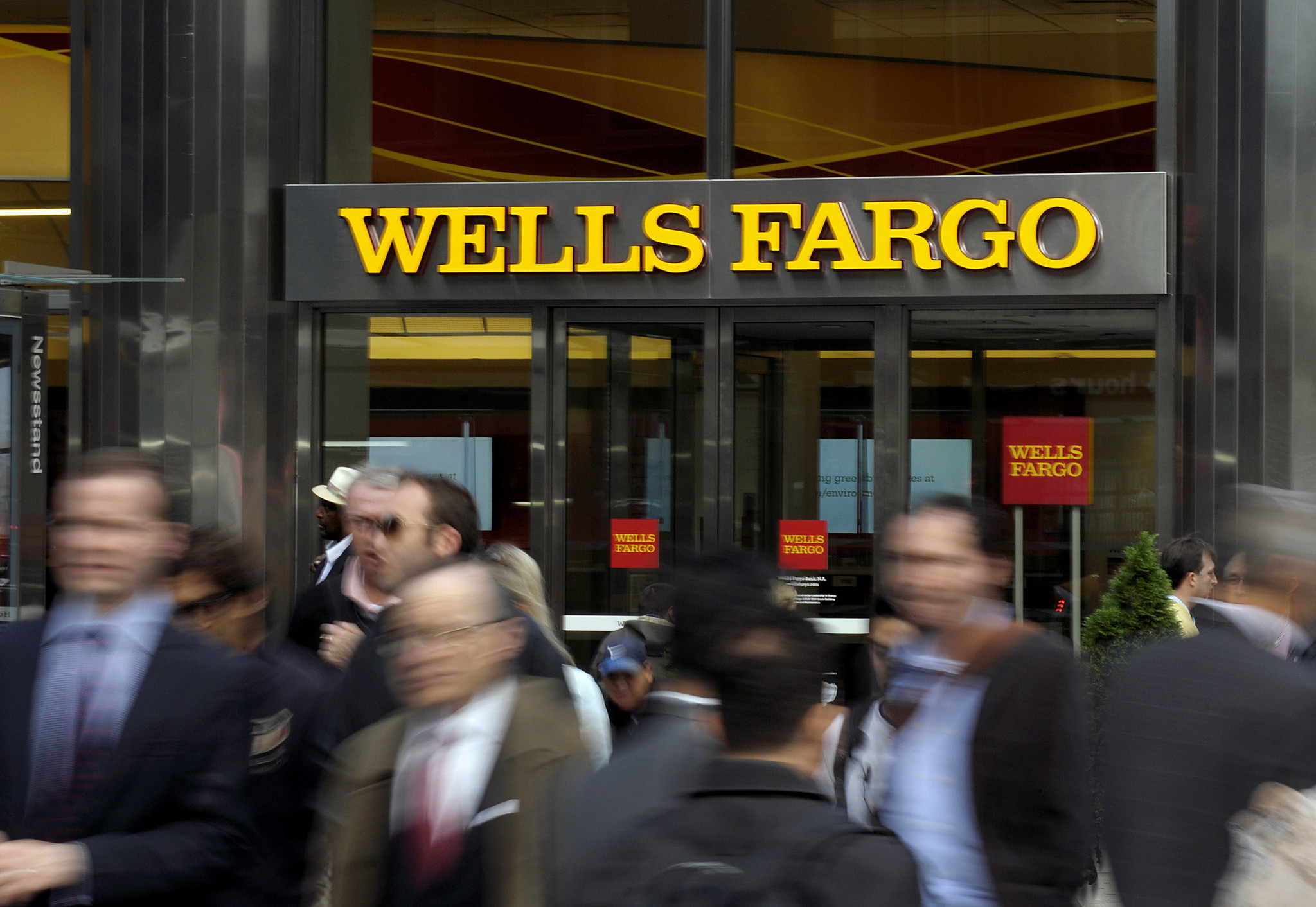 Pedestrians pass in front of a Wells Fargo & Co. bank branch in New York, U.S., on Wednesday, Oct. 10, 2012. Wells Fargo & Co is scheduled to release earnings data on Oct. 12. Photographer: Peter Foley/Bloomberg ** DP OUT, OS OUT, HOY OUT, TCN OUT **