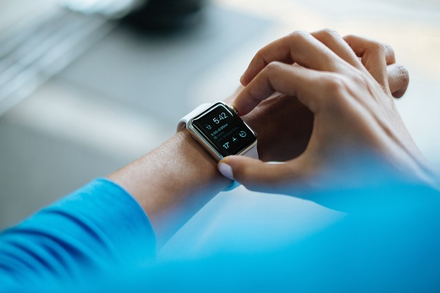 smartwatch-828786_640