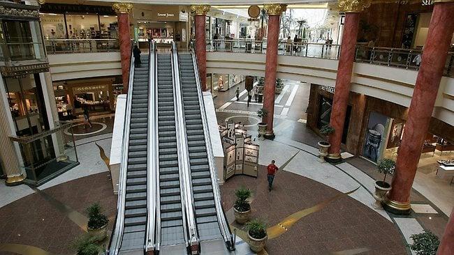 931518-empty-shopping-centre