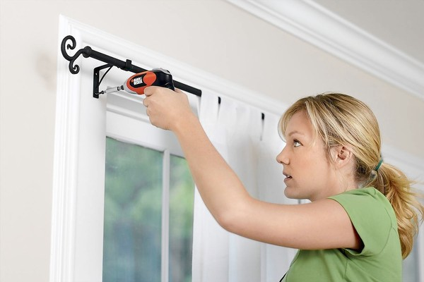 Black & Decker SmartDriver cordless screw driver. Chicago Tribune Lab by LAB tba 00253618A SHOPTALK (window treatments)