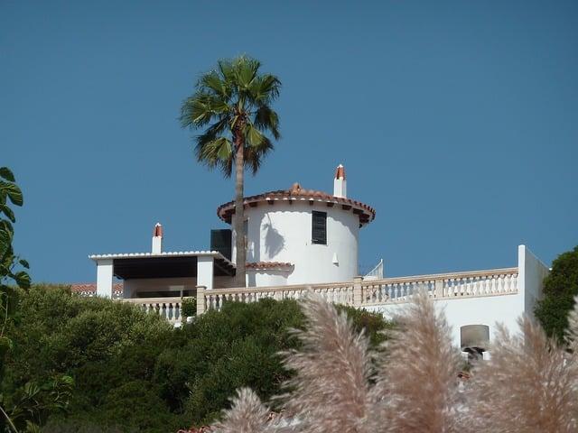 villa-644507_640