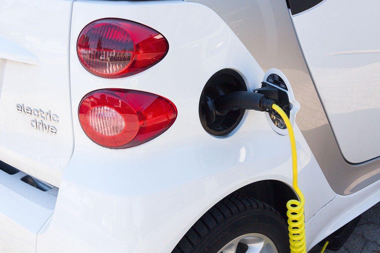 electric-car-734573_1280