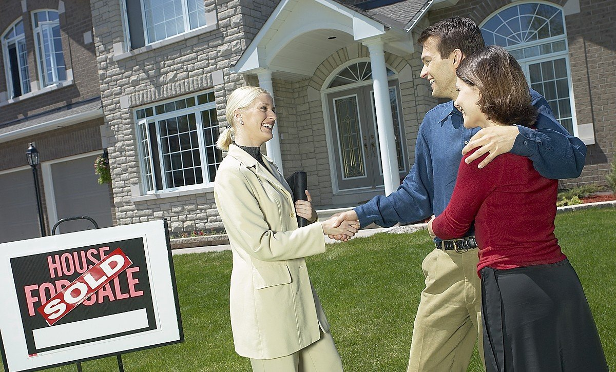 Real Estate Broker : Reasons why you should never buy a home without