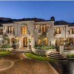 How to make yourself appeal to luxury real estate clients