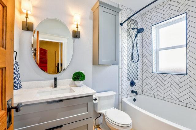 5 Simple Steps for Keeping Bathroom Floors Clean